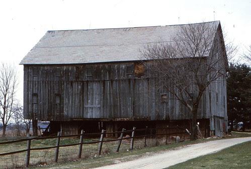 IMG_00017_Old_Barn_April_1983