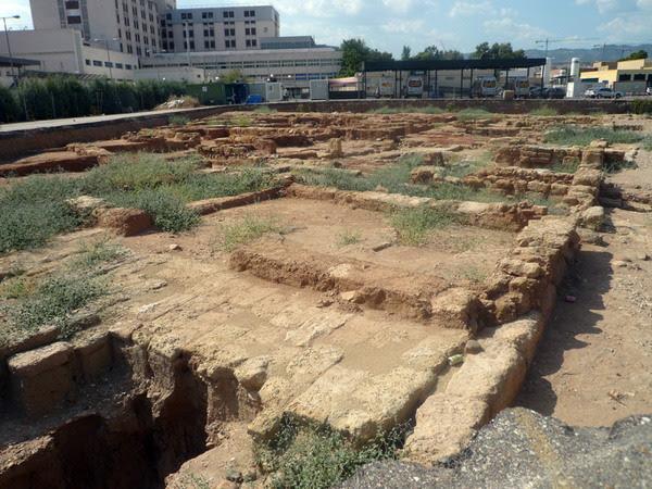 Ruinas califales aparecidas en las obras del Hospital Reina Sofía