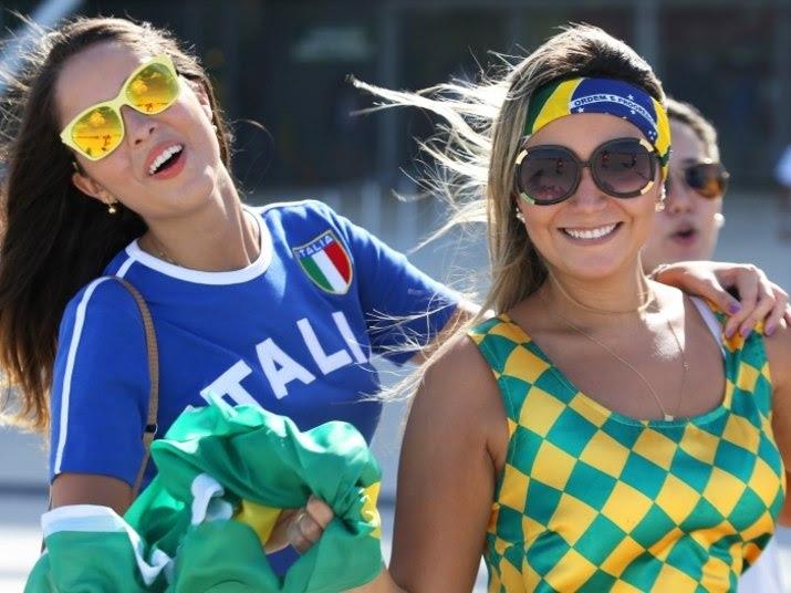 As torcidas das brasileiras e italianas,juntas elas arrasam