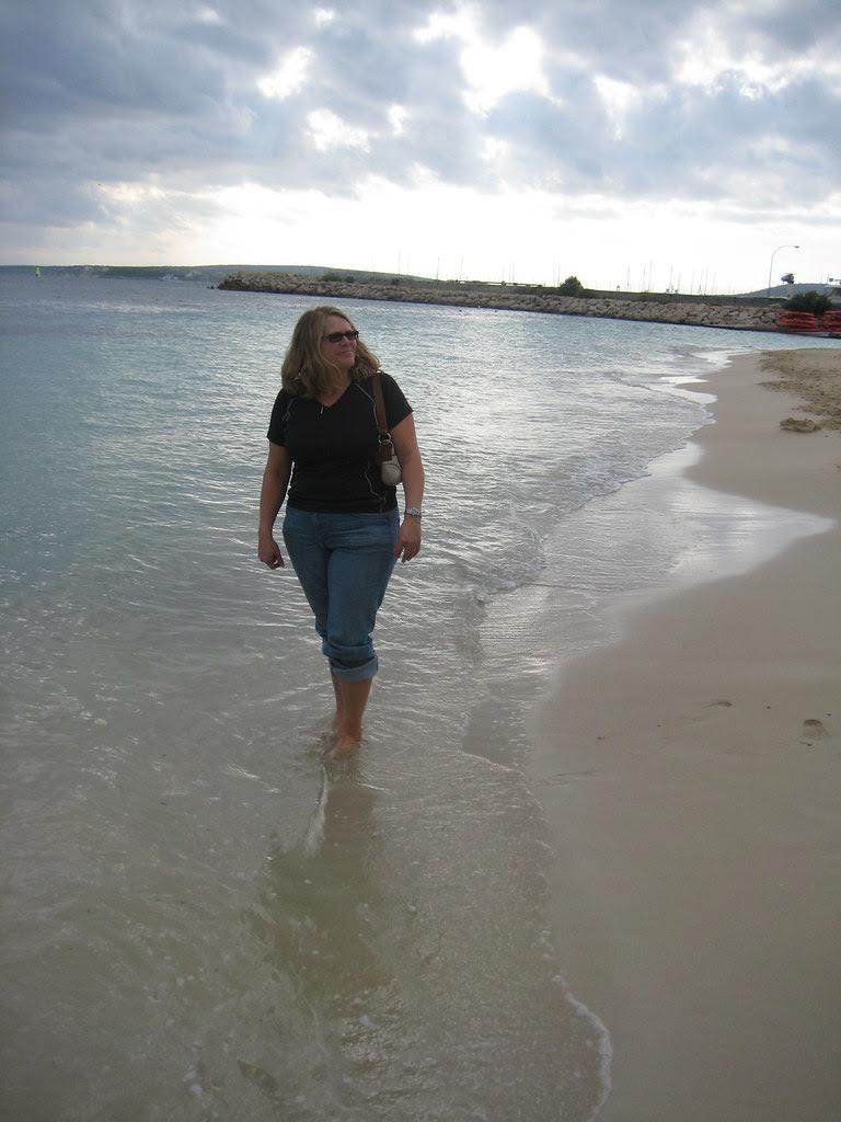Wild Tigris - Heidi walking on beach