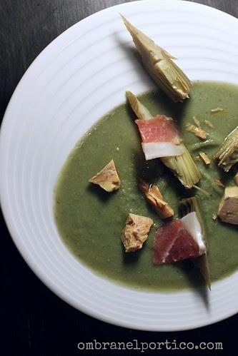 Zuppa di carciofi con foie gras e jamon de bellota