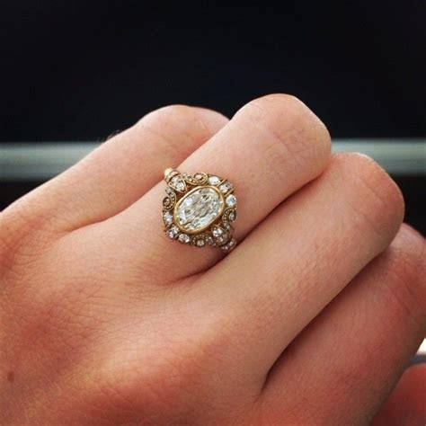 Obsessed with this oval engagement ring by Single Stone