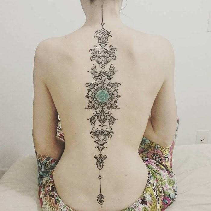 Рисунок через всю спину - ну очень красиво!