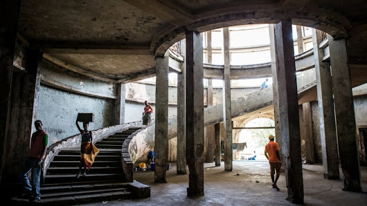 In pictures: The squatters of Mozambique's Grande Hotel - BBC News