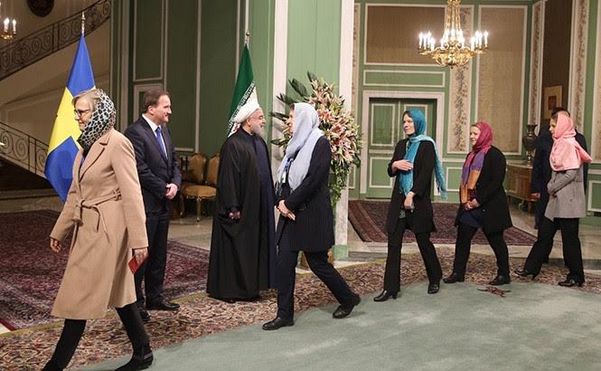Ministras feministas suecas durante una recepción en Teherán.