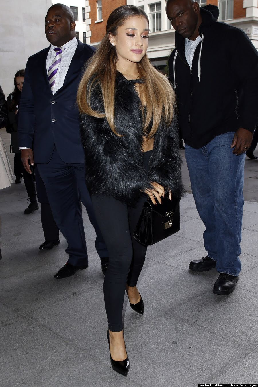 ariana grande changes her signature hairstyle for a hot minute