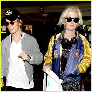 Game of Thrones Star Alfie Allen Jets Into LAX with Girlfriend Allie Teilz
