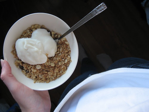 granola+yogurt