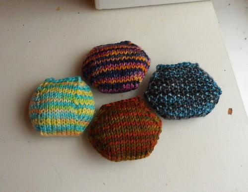Variations on hexipuff patterns seed stitch round puff sock yarn scraps