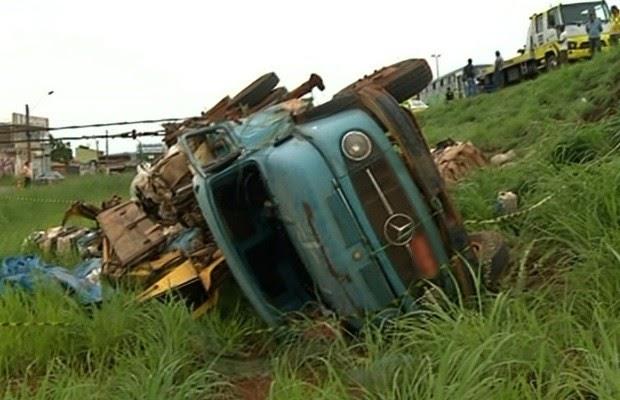 Motorista morre após ser esmagado por caminhão enquanto trocava pneu na BR-040