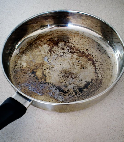 How To Clean Burnt Pans With Vinegar and Baking Soda | Best DIY Tricks