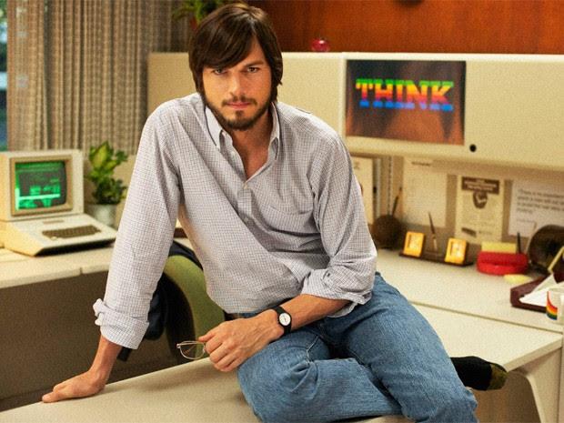 O ator americano Ashton Kutcher como Steve Jobs, em imagem oficial do filme 'Jobs' (Foto: Divulgação)