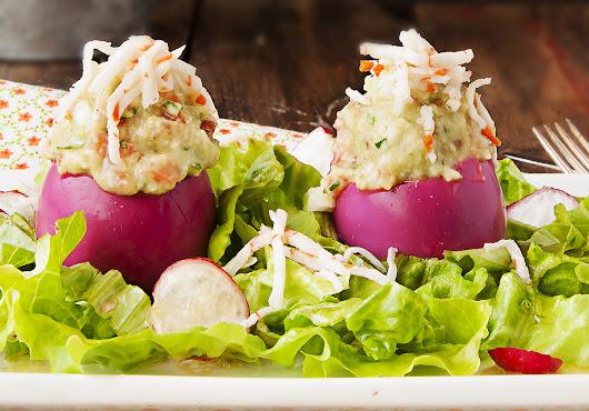 Huevos morados rellenos - La Cocina de Frabisa