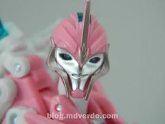 Transformers Arcee Deluxe - Transformers Prime - modo robot