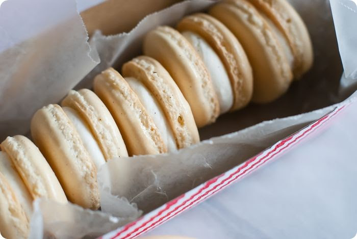 vanilla bean almond macarons from @bakeat350