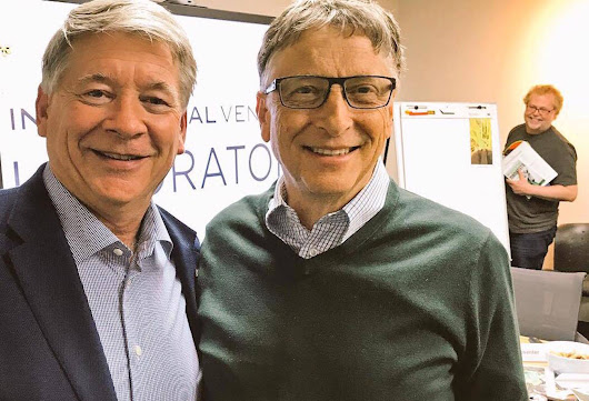 Red Deer man talks technology with Bill Gates - Red Deer Advocate