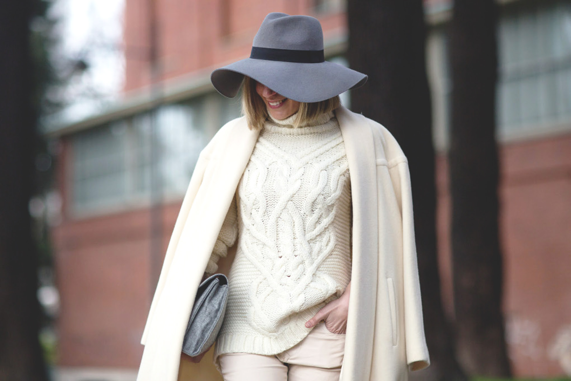 blonde, beige coat, maxi coat, mfw, milano, hat, look beige, botines, fashion week, fashion blog,