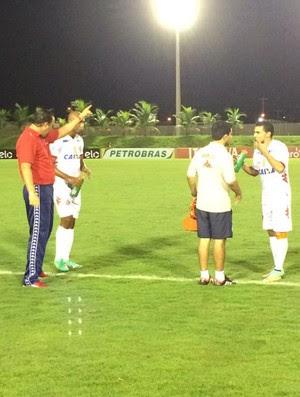 Roberto Fernandes - técnico do América-RN (Foto: Alexandre Filho/GloboEsporte.com)