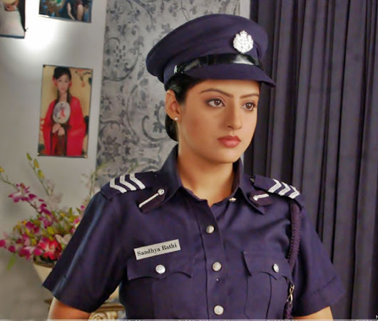 Tinsel Gupshup > Hindi TV Serial features & reviews | Sandhya gears up for IPS training >  > Tinsel News > News