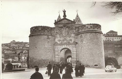 Puerta de Bisagra en diciembre de 1961. Fotografía de Eduardo Butragueño Bueno