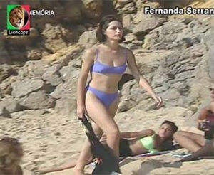 Fernanda Serrano sensual em biquini na novela A Grande Aposta