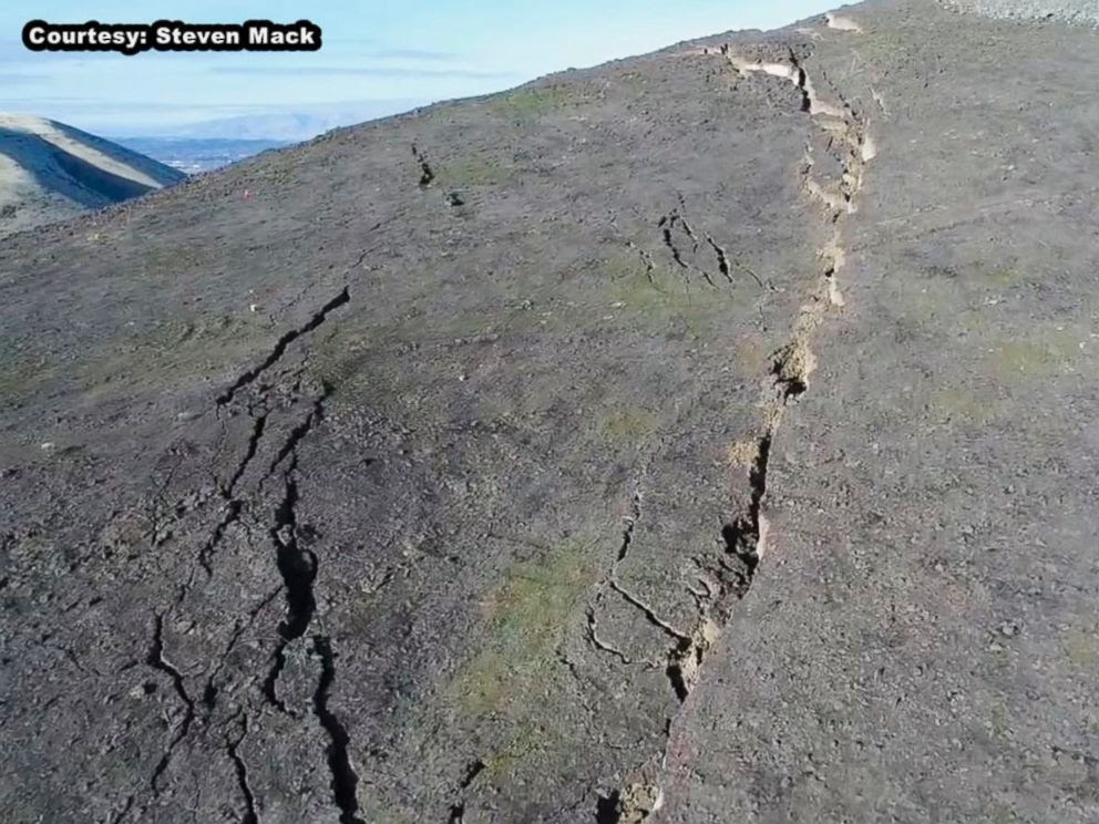 PHOTO: The crack on Rattlesnake Ridge in south-central Washington state is growing every day.
