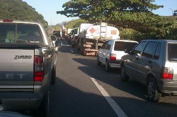Na BR-232 em Moreno, o engarrafamento já é extenso. Foto:Fábio Abrahão/Facebook