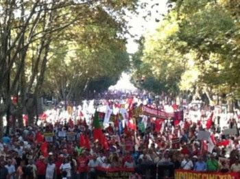 A manifestação em Lisboa, a descer a Avenida da Liberdade