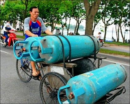 Những quả bom, di động, Trịnh Xuân Báu, sang chiết gas trái phép, kinh doanh