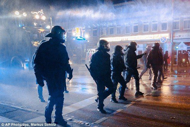 photo hamburg_4_Police_walk_through_the_m_zpsc54516dd.jpg