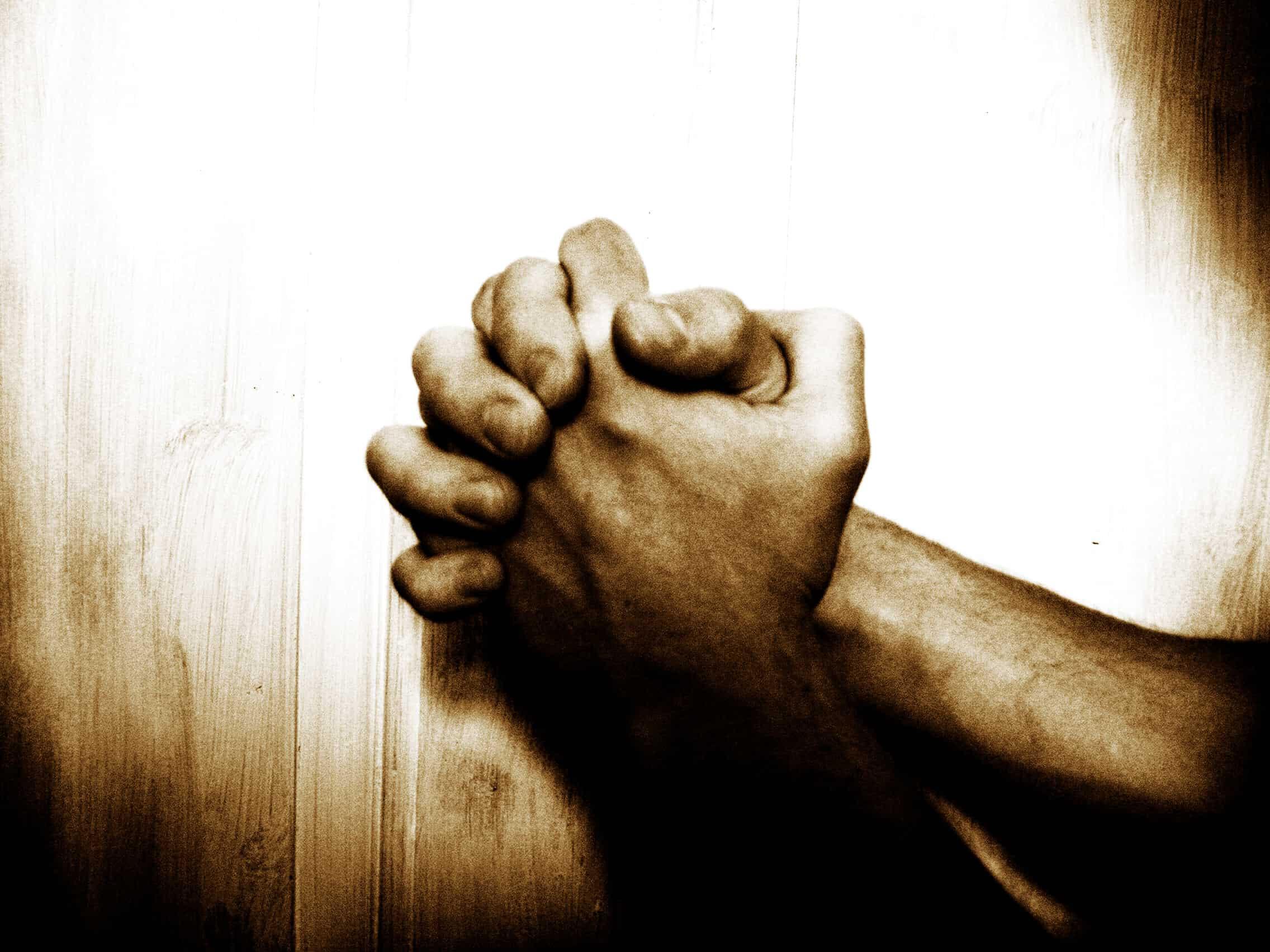 http://www.turnbacktogod.com/wp-content/uploads/2008/08/prayer-for-the-media.jpg