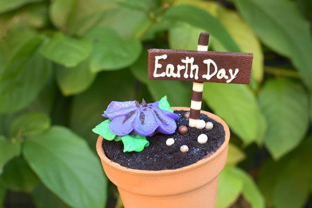 Earth Day Cupcake ©Disney
