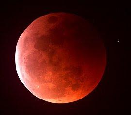 Luna Roja por S. Richard