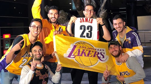 Lakers fans celebrate Lebron James' move to L.A.
