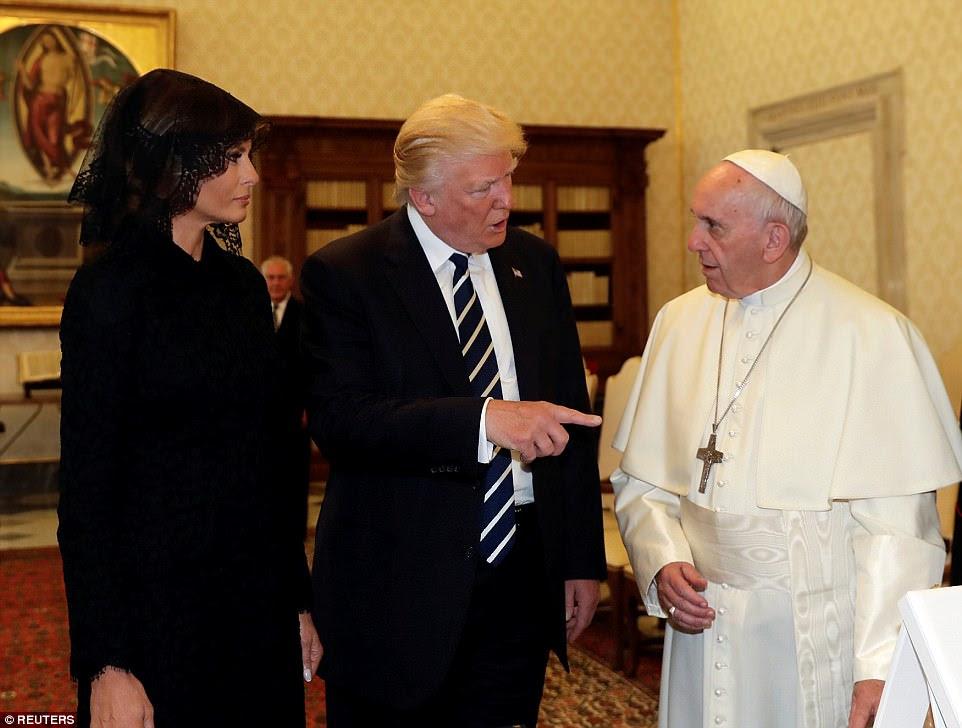 """""""Não vou esquecer o que você disse"""", disse Trupm ao Pontífice depois que os dois vieram de sua reunião particular no estudo do Papa"""