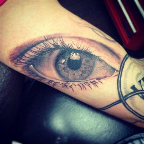 motifs  tatouages dun oeil ou les deux yeux