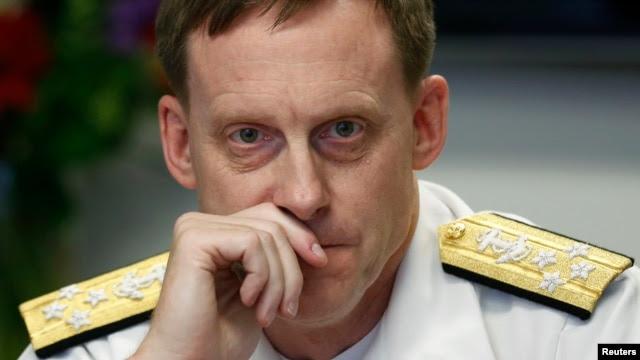 Giám đốc NSA Michael Roger nói rằng những nguy cơ trên mạng khác với những mối đe dọa ngoài đời thực vì chúng vượt ra ngoài ranh giới địa lý