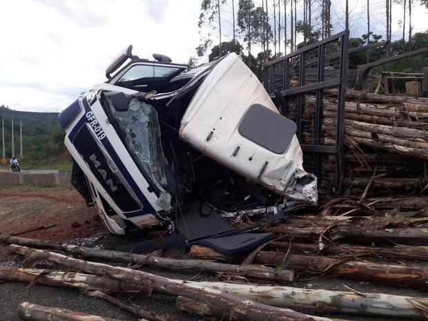 Motorista teve ferimentos leves (Foto: Alex Durski/Arquivo pessoal)
