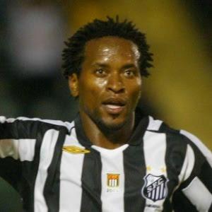 Zé Roberto em sua passagem pelo Santos; agora no Grêmio, o meia será beneficiado pela mudança