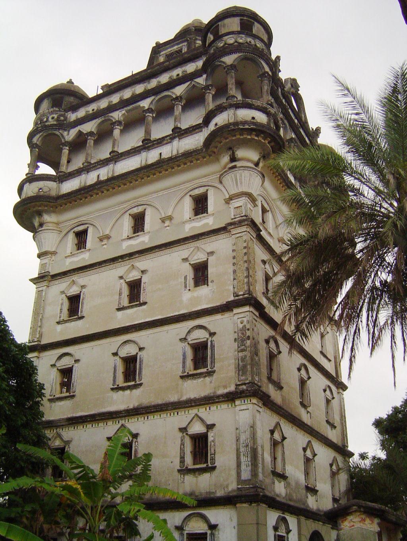 Torres no estilo europeu foram erguidas no meio da China 02