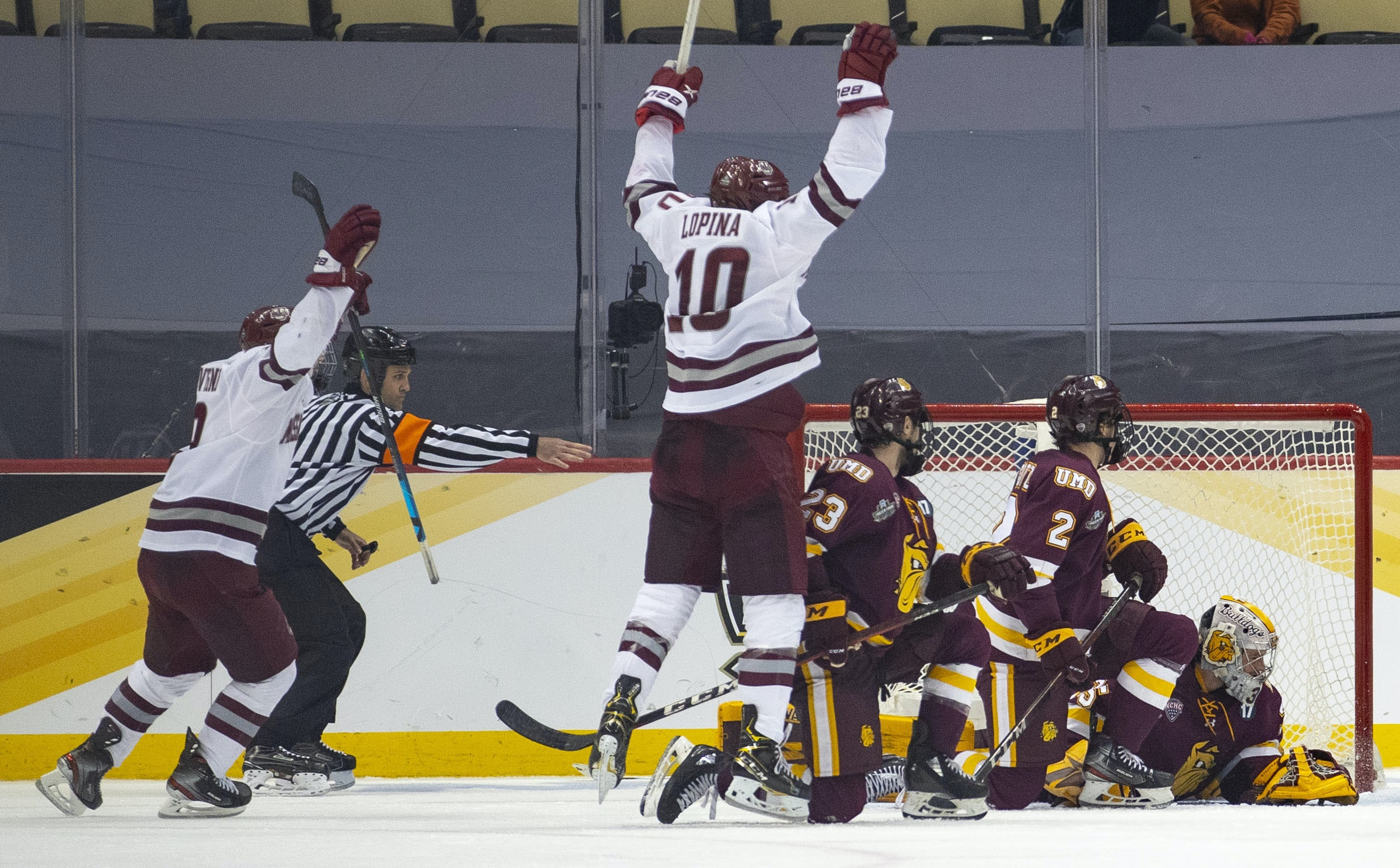 Former Gophers forward Garrett Wait scores in overtime to send UMass over Minnesota Duluth