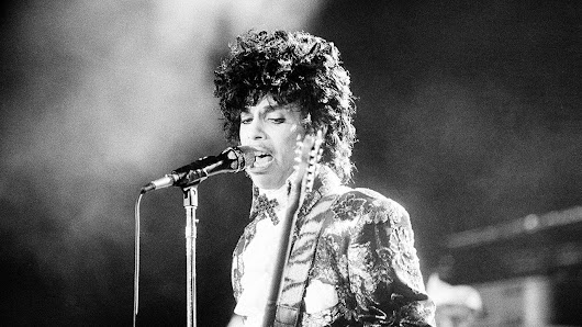 Prince heirs sue Illinois hospital over care during overdose |