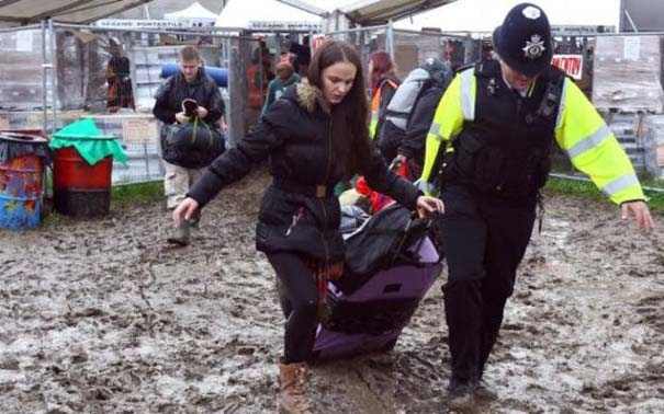 Glastonbury: Φεστιβάλ στις λάσπες (9)