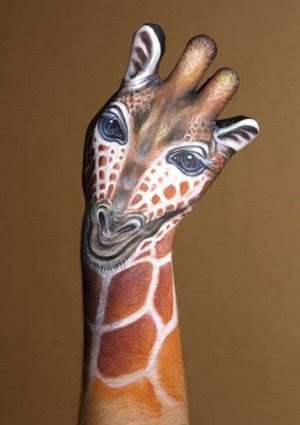 Perierga.gr - Ζωγραφισμένα χέρια