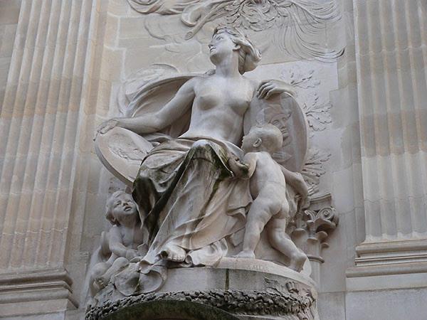 statue grand palais