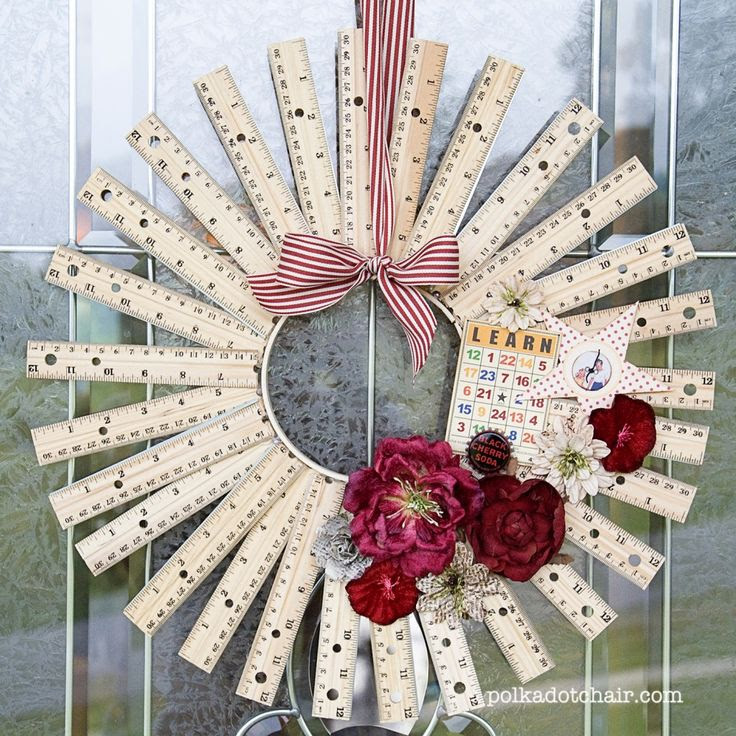 I love this wreath! 35 Back-to-School Ideas | Positively Splendid {Crafts, Sewing, Recipes and Home Decor}