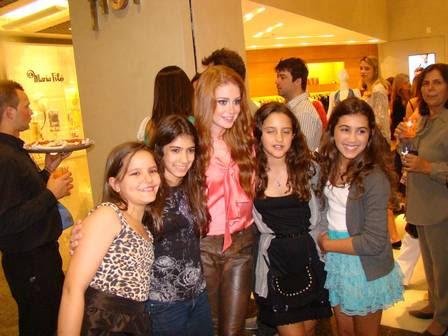 Marina tira foto com fãs