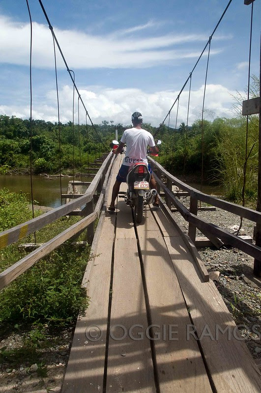 Divilacan Crossing the Narrow Bridge