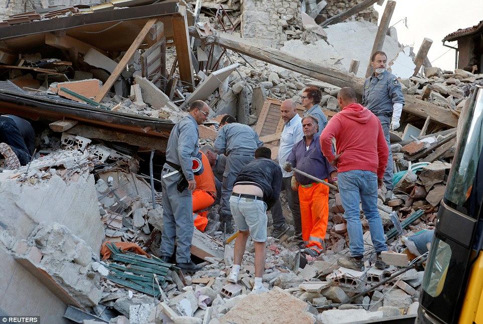 Da pesquisa: As pessoas apanhadas no rescaldo disseram que já ouviu muitas vozes vindo dos escombros
