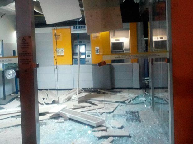 Agência do Banco do Brasil de Lajedo do Tabocal ficou destruída (Foto: Marcos Frahm/Blog Marcos Frahm)